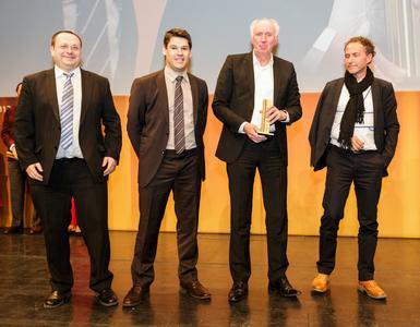 Guido Höller, Pierre Jeunesse, Ralph Bertelt, Werner Aisslinger (v.l.) freuen sich über den iF gold award.