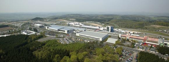 Ansicht Nürburgring (Fotomontage) mit ring°boulevard, Eifeldorf und Hotel