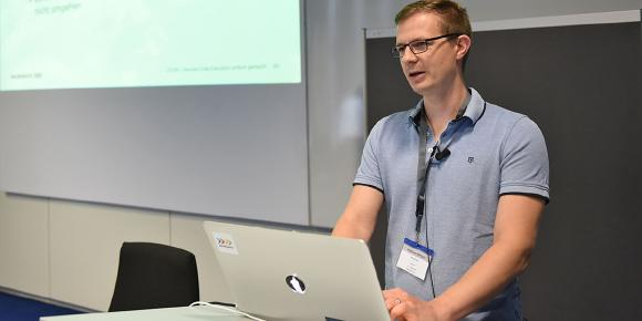 Matthias Altmann spricht auf der heise devSec zum Thema File Inclusion