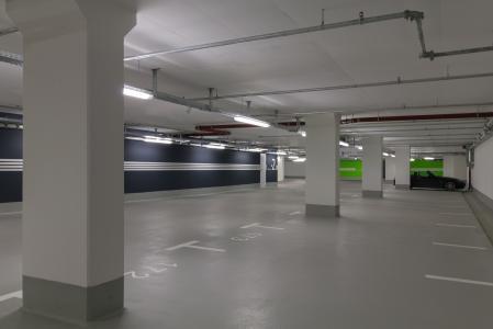 Das neue Oberflächenschutzsystem von Remmers eignet sich in Parkhausbauten insbesondere für den Sockelschutz / Bildquelle: Anton Schedlbauer, München