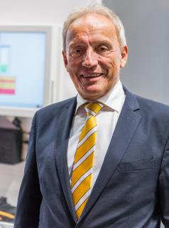 """""""The requirement of the machine builder LEMO was to design an economically efficient and future-proof film bag machine where the complete control and servo drive technology with motors and electronics comes from a single source,"""" explains Norbert Scholz, managing director of Baumüller Anlagen-Systemtechnik GmbH"""