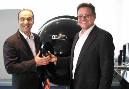 Michael Gall, Geschäftsführer von Just Normlicht (rechts) begrüßt die kompetente Verstärkung durch Abdel H. Naji, Global Sales Manager