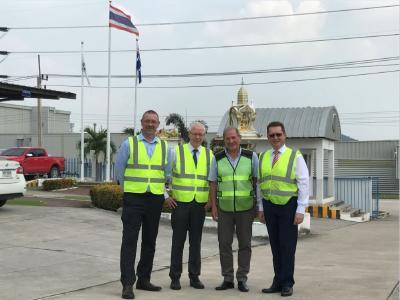 Transfer of ownership in Rayong: f.l. David Nicols (Huf Thailand), Helmut Janus (Huf Hülsbeck & Fürst), Steve Haritos (MHG Group) und Johann Palluch (Huf Hülsbeck & Fürst)