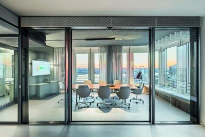 Der Schüco Showroom Hamburg vereint auf 752 Quadratmetern moderne Büroräume und vielfältig nutzbare Ausstellungsflächen. Bild: Schüco International KG