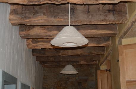 Das Tragwerk der Geschossdecken und des Dachs wurden von dem auf Eichenholzrestaurierungen spezialisierten Schreiner Jean-Paul Royer aus La Gouesnière gründlich inspiziert und wo nötig fachgerecht instandgesetzt. Foto: Achim Zielke
