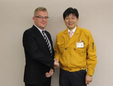 (left to right) Erwin Ysewijn, Managing Directror SEMIKRON Japan; Mr. Kazuhide Ino (Ph.Doctor), General Manager Power Device Division,  ROHM Co.,Ltd.