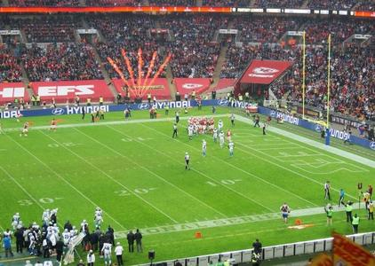 "The Kansas City Chiefs welcome the Detroit Lions to what is referred to as a home match, and Zebra Technologies allowed international journalists of the British BBC, the French newspaper ""Le Parisien"", and the British online IT magazine ""The register"", as well as ""RFID im Blick"" to have an insight into the functionality of what the NFL describes as ""Next Gen Stats"" / Real-time statistics, based on an active RFID application, visualise all the movements involved in the game and provide the foundation for optimised decisions / The visitors' sports experience is lifted to a new level (Photo: RFID im Blick)"