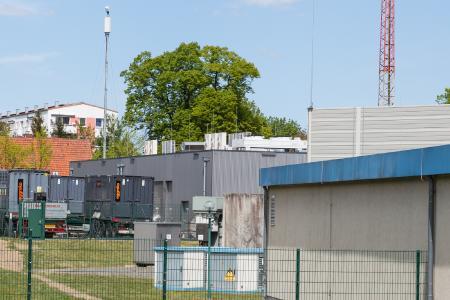 Die zwischen WEMAG-Batteriekraftwerk und Umspannwerk stationierten elektrischen Bauelemente simulierten den Stromverbrauch von etwa 20.000 Haushalten / Foto: WEMAG/Stephan Rudolph-Kramer