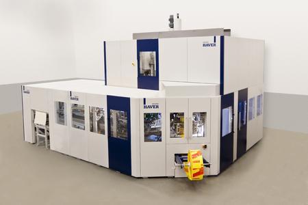 HAVER ADAMS®  8 – Ein Hochleistungssystem mit einer Leistung von 2000 Sack/Stunde für die Abfüllung von pulverförmigen und granulierten Produkten, in dichte, bewitterungstaugliche PE-Säcke