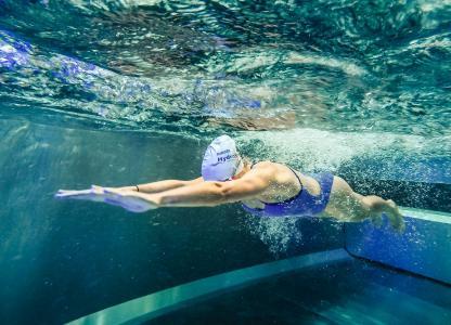 Die turbinenbetriebenen Gegenstromanlagen von BINDER eignen sich ideal für das Triathlon-Schwimm-Training