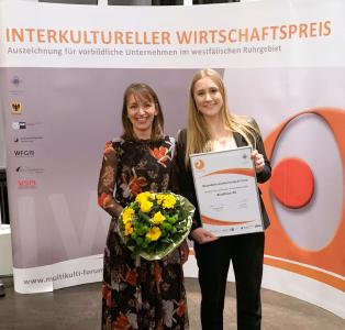 Marie Sonne und Maria Beerwerth nahmen den Preis stellvertretend entgegen