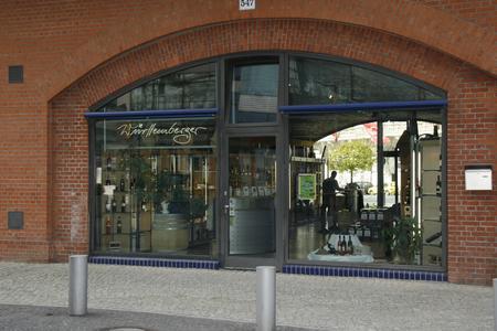 Das Württemberger Weinhaus am S-Bahn-Bogen in Berlin Kantstraße/Neues Kranzlereck
