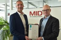 """Carsten Wehner und Dr. Martin Müller nehmen die Auszeichnung als """"Beste Berater 2019"""" mit Stolz entgegen"""