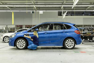 BMW 225xe Montage