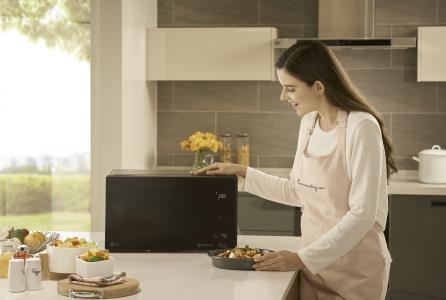 Neue NeoChef Mikrowellen von LG für puren Genuss