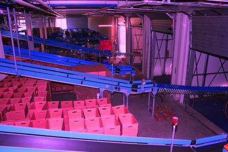 Warenausgang mit Gurtförderern über Teleskop direkt in den LKW