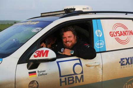 Weltrekordfahrer Rainer Zietlow auf der Cape-to-Cape 2.0-Weltrekordfahrt. Das Bild ist auf der Durchreise im Sudan entstanden