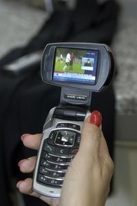 Die Nutzung von HandyTV zeigt den Bedarf an zusätzlichen Services bei Mobilfunkkunden. Für Netzbetreiber eröffnen sich zudem neue Einnahmequellen, wenn die Qualität stimmt!