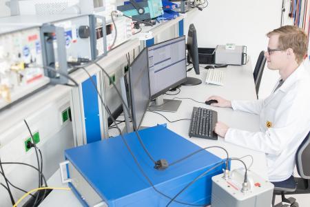 Erweiterte DAkkS Akkreditierung für die elektrischen Messgrößen für das SPEKTRA Kalibrierlabor