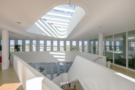 2. OG Close Up Atrium / Foto: attocube systems AG/ Mathis Beutel