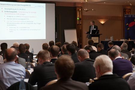 Veränderungen der gesetzlichen Rahmenbedingungen sind ein wichtiges Themenfeld der KWK-Jahreskonferenz (Bild: KWK 2013 / BHKW-Infozentrum)