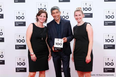 Wiha is proud of the award, as well as the innovative strength behind it. Ranga Yogeshwar congratulated the two company representatives Diana Mauscherning and Linda Fehrenbach (Sales / Marketing) and handed them the trophy at the awards ceremony in Essen