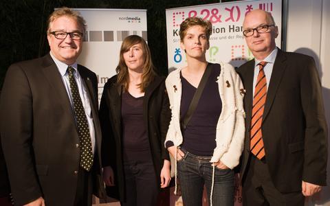 v.l. Hauke Jagau (Vorstand der Stiftung Kulturregion Hannover), Rita Bakacs und und Carolina Hellsgård, Thomas Schäffer (Geschäftsführer der nordmedia) (Foto: Helge Krückeberg)