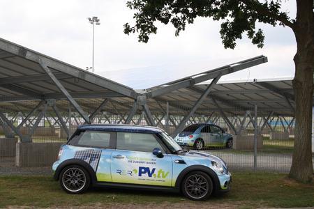 Stellplätze für fast 500 PKWs sind nun unter einer modernen Photovoltaikanlage entstanden.