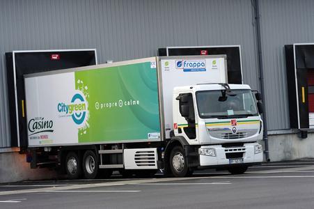 Ein neuer Premium Distribution Hybrys Tech von Renault Trucks ist seit Dezember 2011 im Großraum Lyon für das Transportunternehmen Jacky Perrenot unterwegs