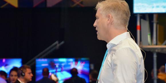 Kai Reinhard spricht auf der Digital X über Online-Wahlen und POLYAS