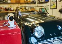 Jeder hat etwas, was ihm wichtig ist und das er schützen möchte: Der Eigentümer dieses Triumph TR 3 hat seinen Oldtimer mit der Smartfrog Cam jederzeit und von überall im Blick. Sobald sich in der Autogarage etwas bewegt, erhält der Nutzer eine E-Mail oder eine Push-Nachricht. Quelle: Smartfrog