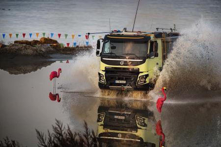 Der Volvo FMX wurde gebaut, um unter härtesten Bedingungen zu arbeiten – einschließlich Wasser. Alle sensiblen Teile sind versiegelt und so platziert, dass kein Schmutz oder Wasser eindringen kann