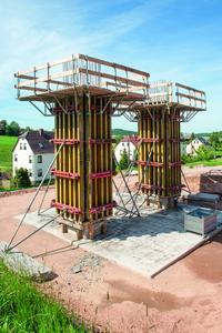 The 25 cm panel width of the NOEratio beam formwork proves itself of particular benefit on the slender cross section of the columns supporting the bridge over the Leutersbach valley.