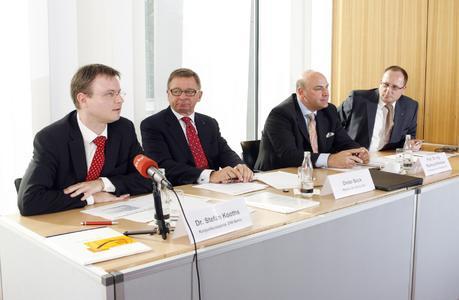 Dieter Bock, Mitglied des Beirats der BVL, Prof. Dr.-Ing. Raimund Klinkner, Vorsitzender des Vorstands der BVL, Dr. Stefan Kooths, Konjunkturexperte DIW Berlin, Dr.-Ing. Thomas Wimmer, Vorsitzender der Geschäftsführung der BVL