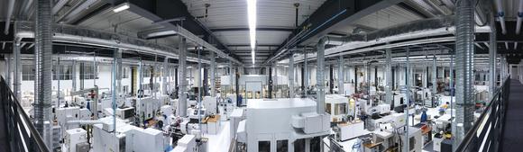 Blick in die neue Urbane Produktion der Zukunft der WITTENSTEIN bastian GmbH