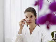 In der Nonwovens-Industrie werden die Cellulosefasern von Lenzing zur Herstellung von Vliesstoffen für sensible Bereiche wie Kosmetik (z.B. Kosmetik- und Reinigungstücher), Hygiene (z.B. Tampons), Medizin (z.B. Pflaster, Tupfer) sowie im Technischen Bereich (z.B. Filtration) eingesetzt, Foto: Lenzing AG
