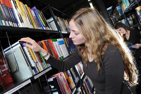 Bibliothek2 (Foto: Juri Junkow)