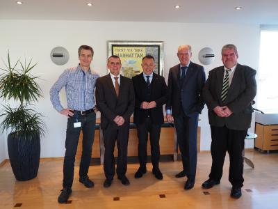 Von links nach rechts: Thomas Brockmann (Leiter Technik apt Hiller GmbH), Hans-Uwe Rode (SMS group), Thomas Boddenberg (Geschäftsführer apt Hiller GmbH), Frans Kurvers (Geschäftsführender Gesellschafter apt Group), Toni Herrmann (SMS group)