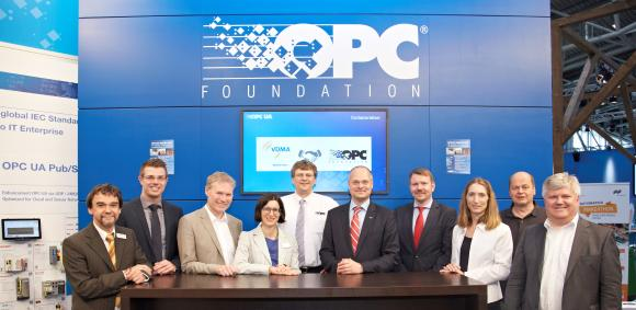 Representatives of VDMA and the OPC Foundation at the signing of the Memorandum of Understanding / Source: OPC Foundation