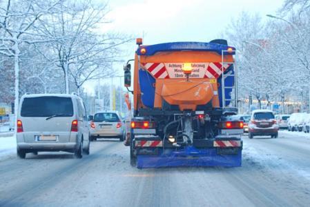Weniger Salz schont Umwelt und Fahrzeuge. Bild: Daniel Bujack - Fotolia.com