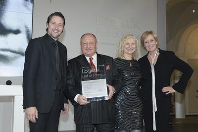 Von links: Staatssekretär Dr. Andreas Scheuer, Jussara Dotti, Detthold Aden, Anita Würmser (Logistik Hall of Fame)