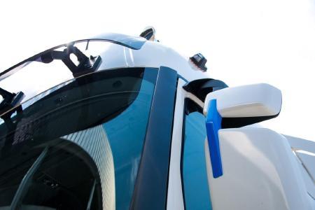 """Die Renault Trucks """"T High Edition-Team Alpine"""" wurde auf Basis des Markencodes von Signatech-Alpine designt"""