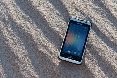 Nautiz-X1-IP67-rugged-smartphone_sand.jpg