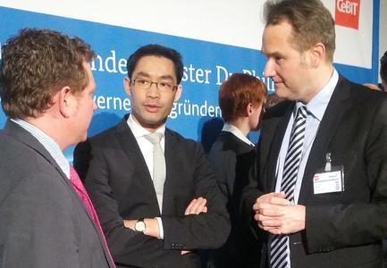 BITMi-Präsident Grün diskutiert mit Bundeswirtschaftsminister Rösler auf der CeBIT 2013 unter anderem über das Leistungsschutzrecht.