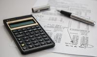 Der KERN Unternehmenswertrechner hilft den Firmenwert zu ermitteln. Bild von Steve Buissinne auf Pixabay
