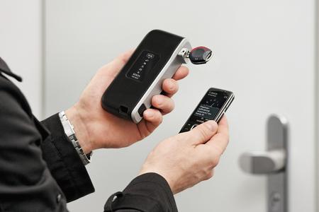AA MobilesProgrammiergeraet CLIQ Remote