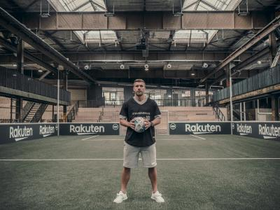 Lukas Podolski und Rakuten eröffnen Strassenkicker Base in Köln.