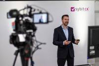Robert Geppert, CCO der Sybit GmbH, begrüßt alle Teilnehmer via Livestream