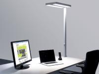 Büroarbeitsplatz mit LEDAXO Büro-Stehleuchte direkt/indirekt abstrahlend