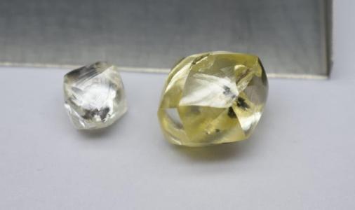 25karätiger, gelber Diamant vom Mothae-Projekt; Foto: Lucapa Diamond Company